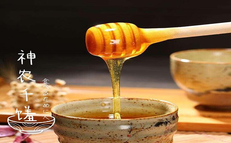 蜜蜂酿蜜图片