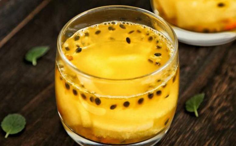 蜂蜜百香果茶冲泡图片