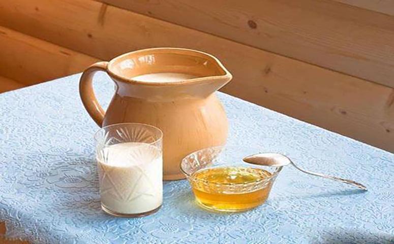 经期可以喝一杯蜂蜜牛奶图片