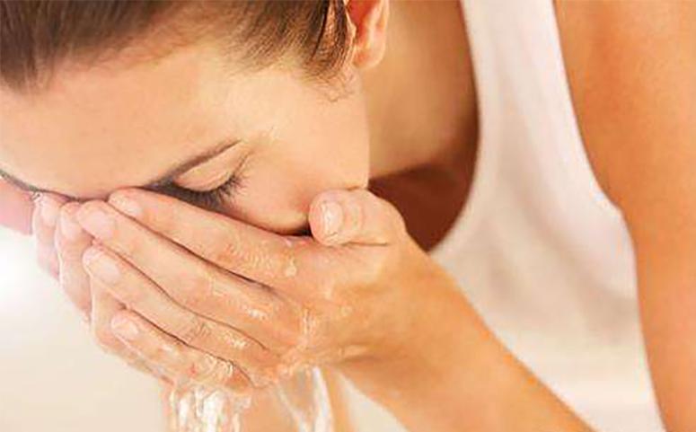 蜂蜜洗脸四步走、造就你的神仙颜值的图片