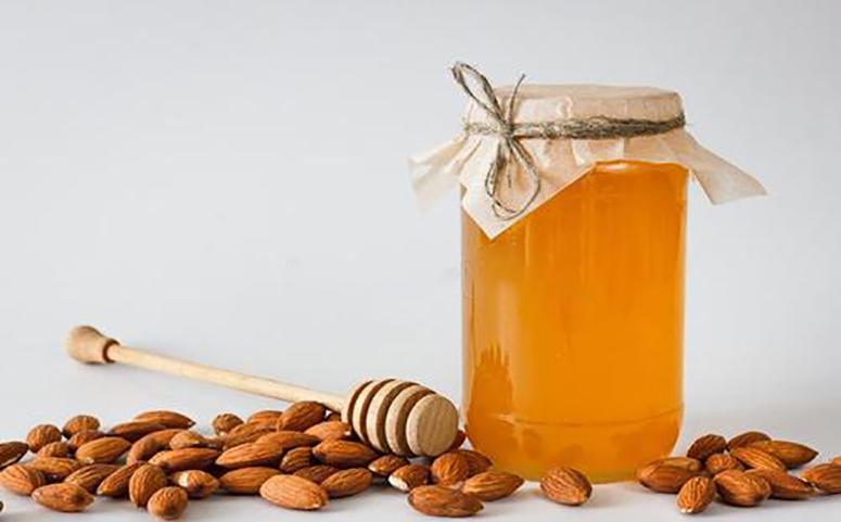 蜂蜜和杏仁能一起吃吗图片